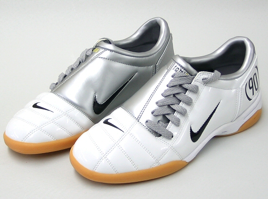 http://hamedsat.persiangig.com/document/90bartar-futsal%20shoes.jpg